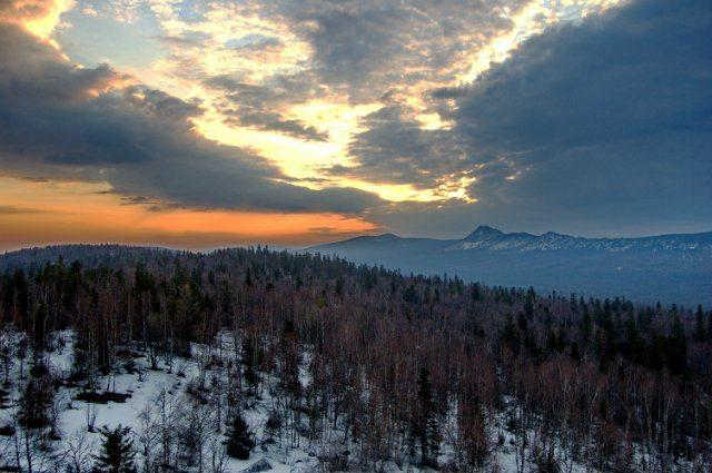 Вид с Черной скалы на Откликной гребень, Таганай.