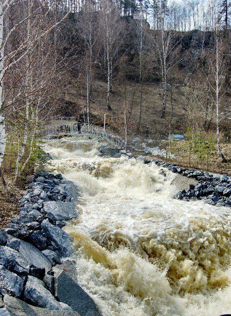 Река Каменка весной.