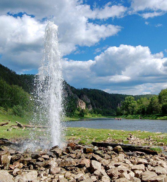 Артезианский источник на реке Ай.