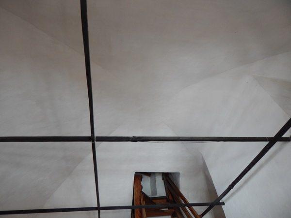 Потолок слуховой комнаты