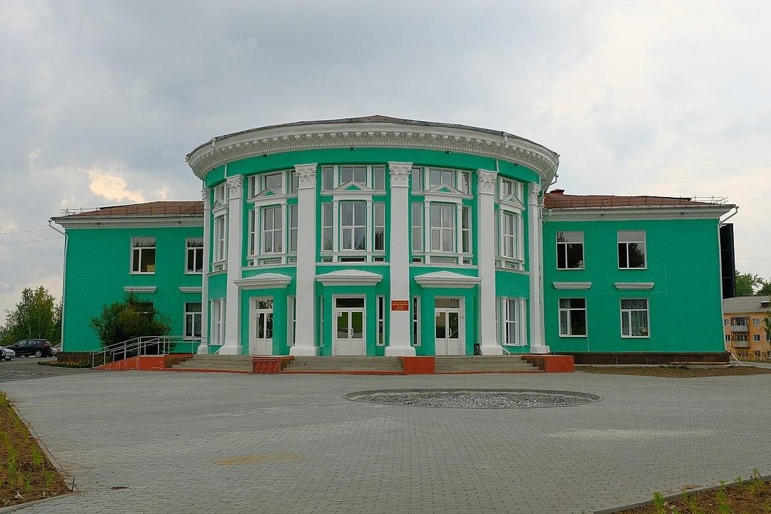 Дворец культуры на центральной площади