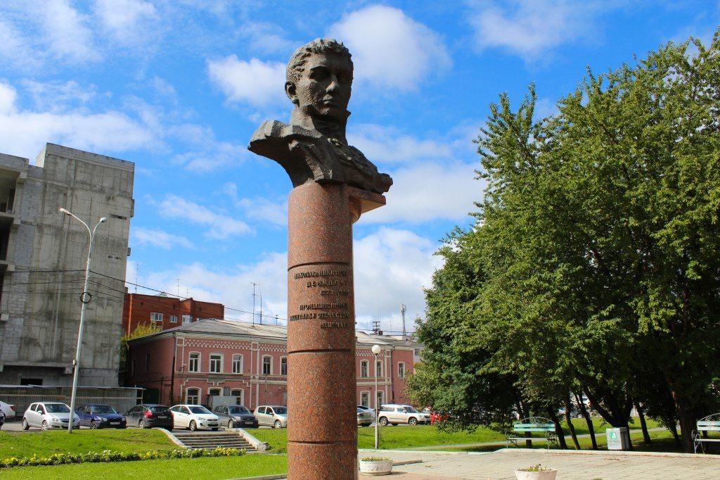Памятник с крестом Нижний Тагил Мраморный голубь Новоалтайск