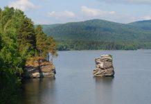 Озеро Иткуль и Шайтан-Камень