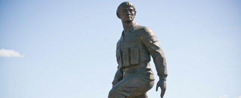 Памятник Герою Советского Союза в Соль-Илецке