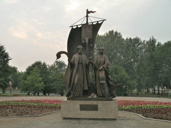 Памятники в екатеринбурге и их описание это схемы памятник крест из гранита к 9 мая