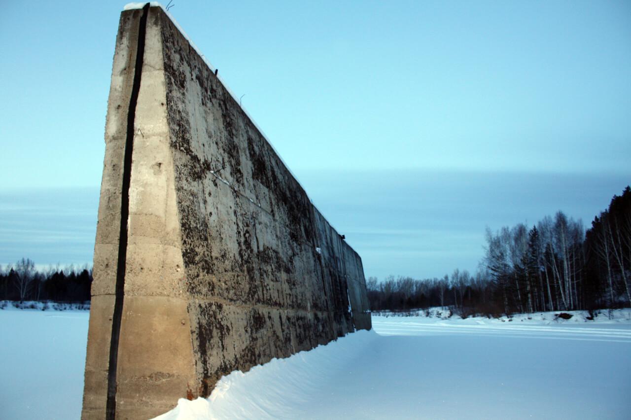 Недостроенная плотина Верхне-Араслановского водохранилища