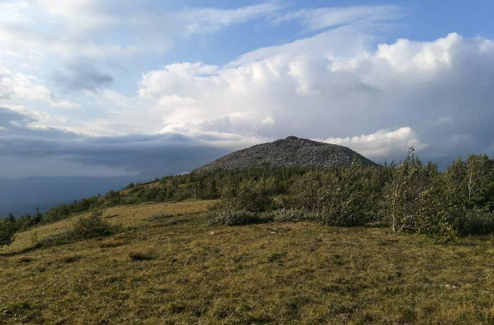 Вид на плато г. Угловой Машак
