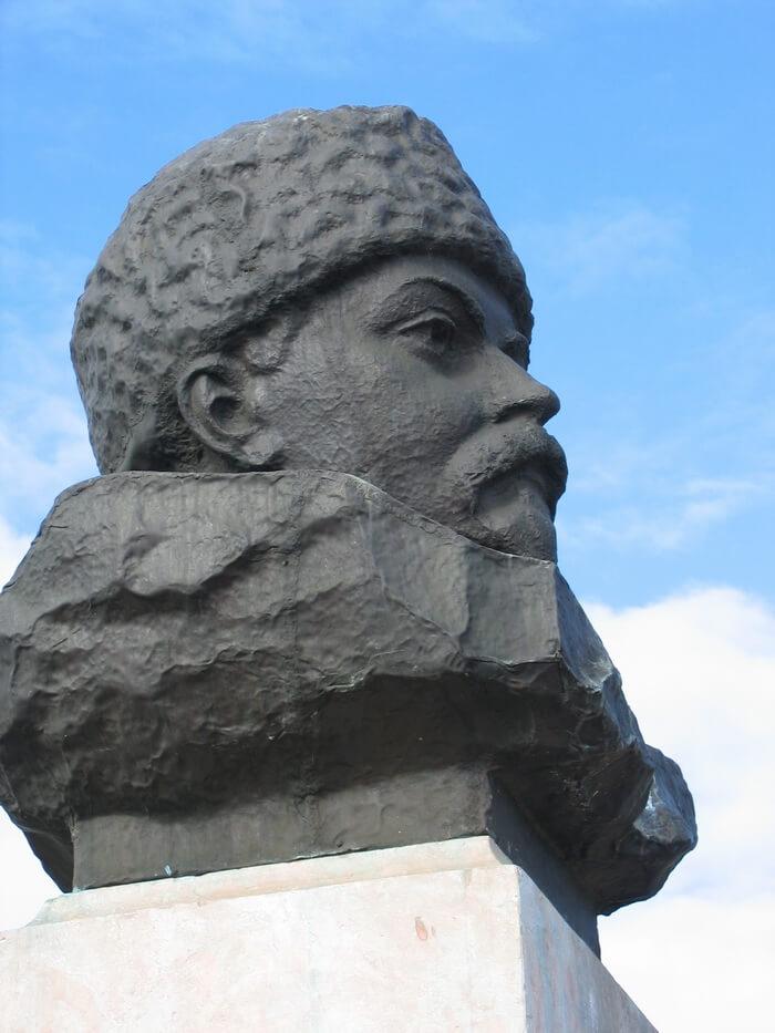 Памятник Д.Н. Мамину-Сибиряку в Висиме