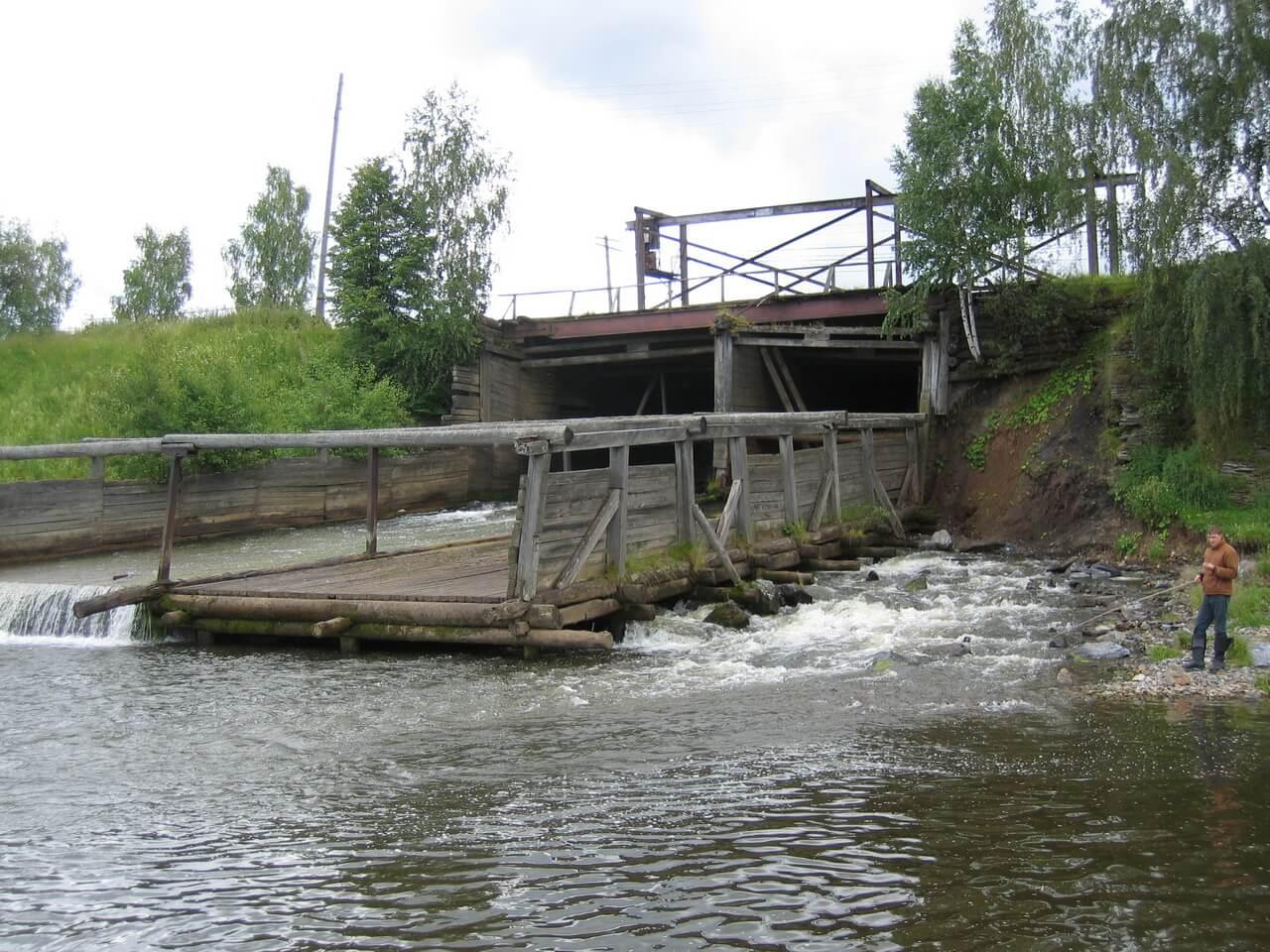 Старая плотина на Висимо-Шайтанском пруду