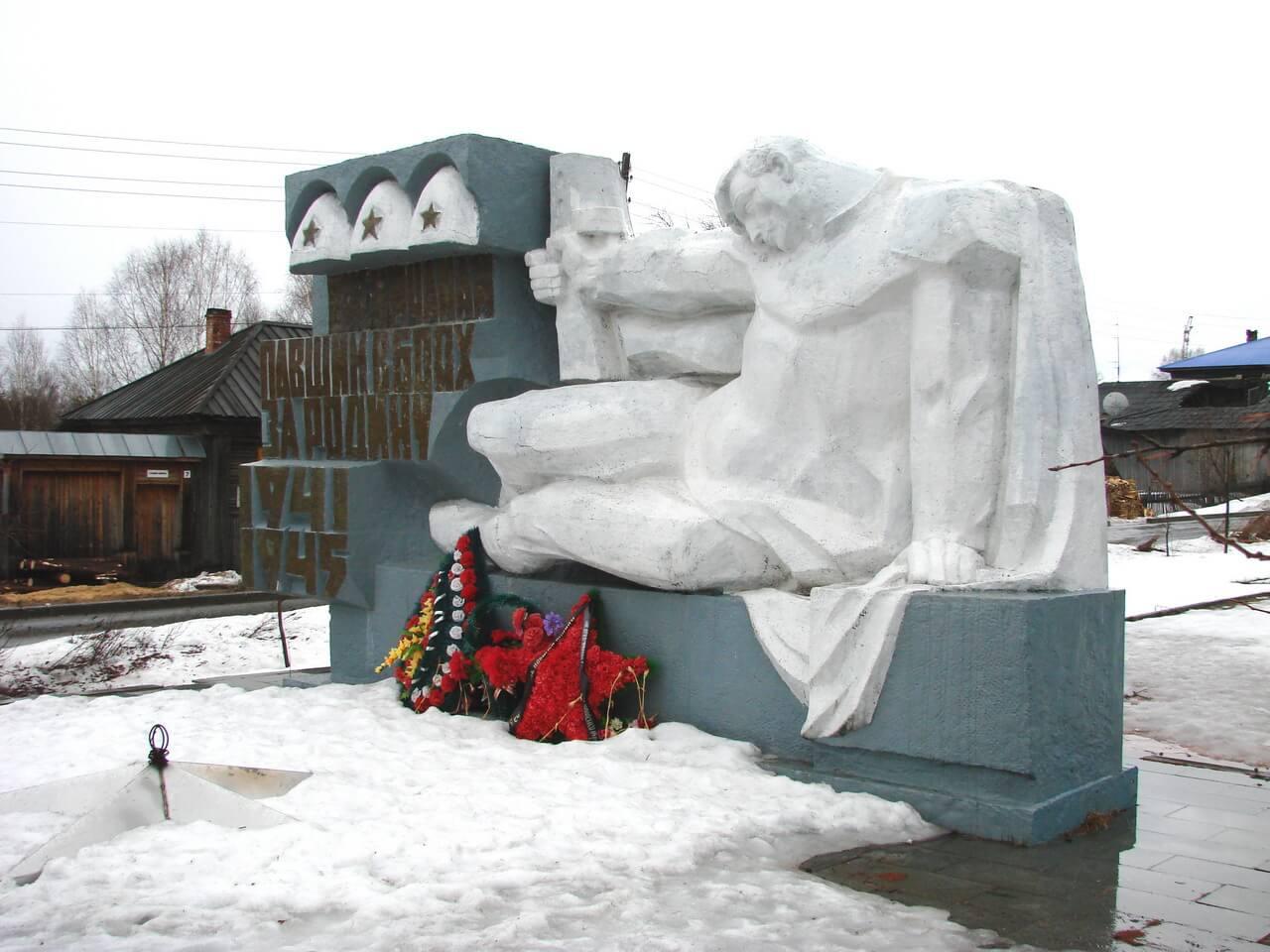Памятник погибшим жителям Висима в годы ВОВ