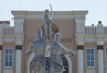 Копия памятника «Рабочий и колхозница» в Верхней Пышме
