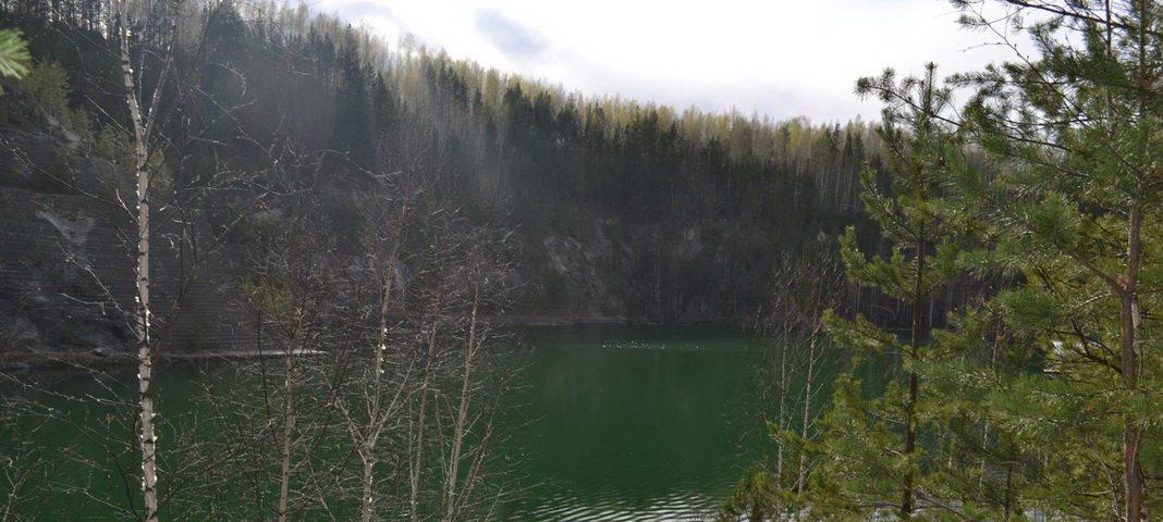 Затопленный карьер Старая Линза