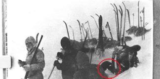 Рисунок 13 Дятловцы откапывают трубу с изгибом