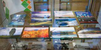 В Париже на выставке показали копию разрушенной телебашни и разговаривающую открытку из Екатеринбурга