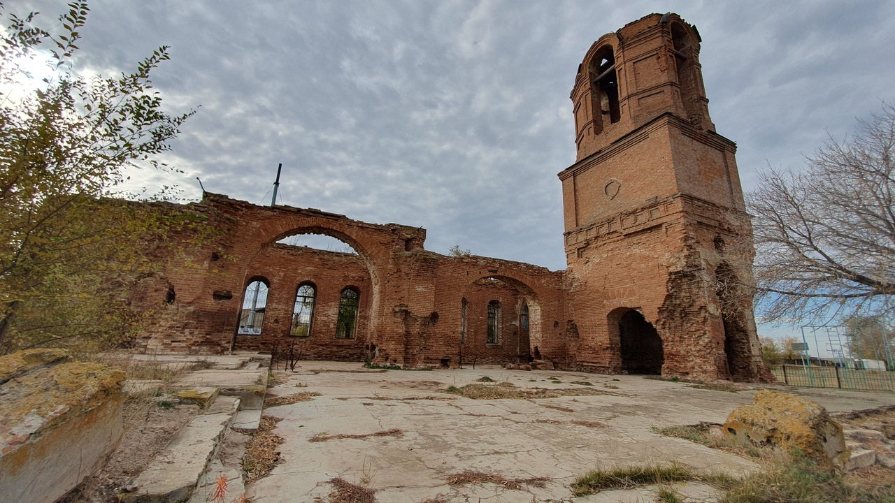 Село Угольное и заброшенный храм