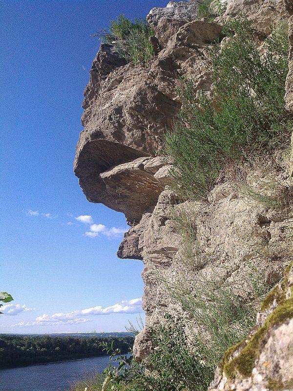 Скала Висячий камень в Уфе