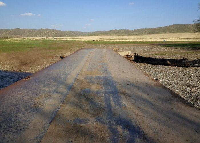 Мост, за которым открываются дороги к реке Урал и к Царской дороге. Вопрос только в том, где вход в ущелье