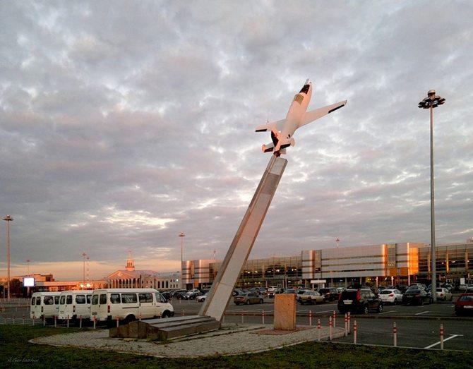 Памятник первому советскому реактивному истребителю «БИ-1». Автор фотографии: mirage.su