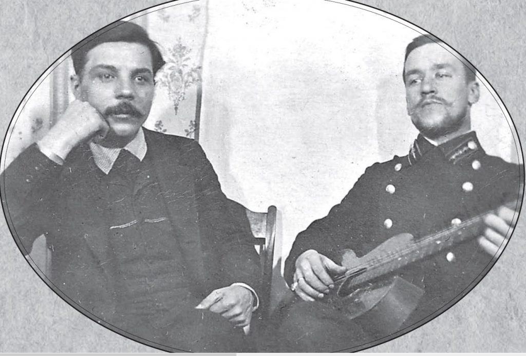 К.Е.Ворошилов и начальник почтового отделения села Ныроб. 1913 год