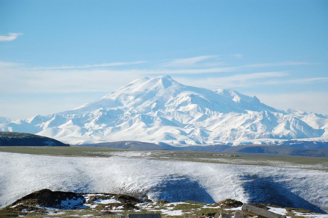 Знаменитый Эльбрус - спящий вулкан